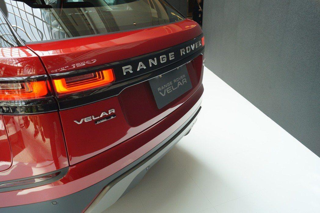 ㄩ型尾燈也是與車身融為一體,使線條更為一致。 記者趙駿宏/攝影