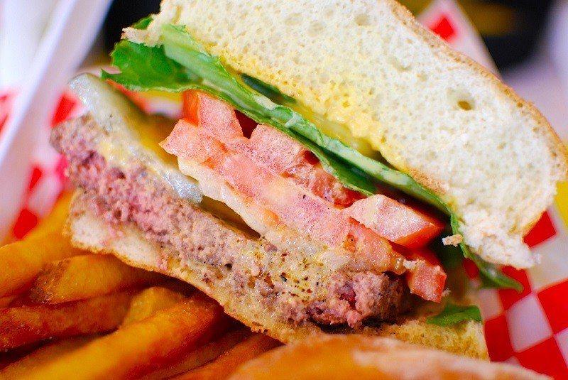 ▲夏威夷Teddy's Big Burger。(圖/攝影者:Janine, Fl...