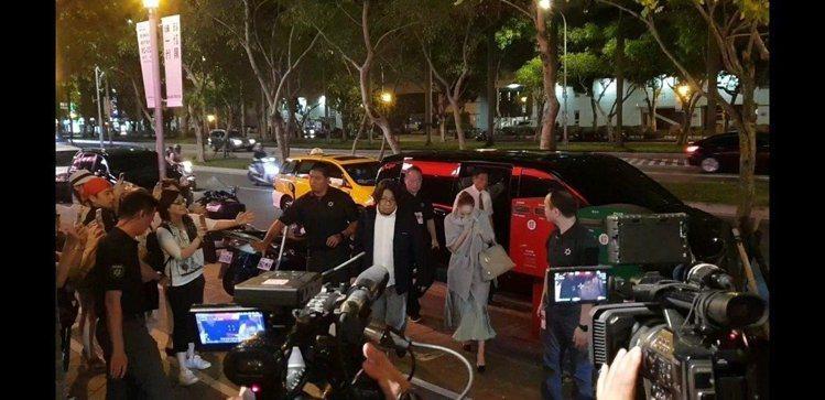 安室奈美惠此次來台同樣拎愛馬仕的Bolide包。圖/記者李姿瑩攝影