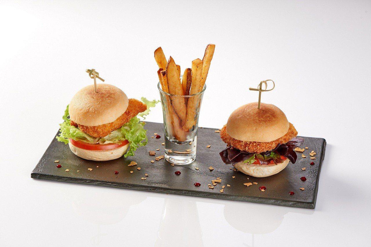 福里安花神咖啡在台中店首度推出兒童套餐,迷你雞肉漢堡套餐售價480元。圖/新光三...