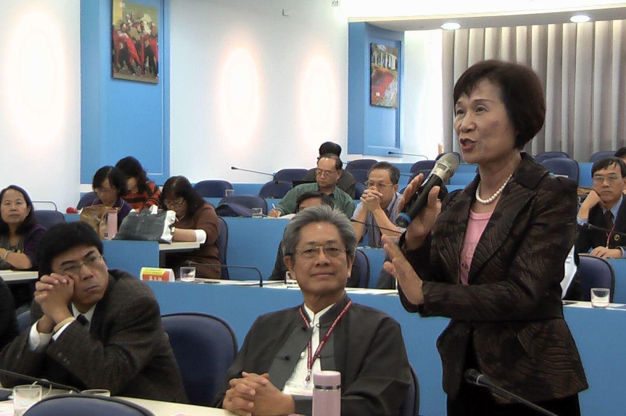 雄女校長黃秀霞表示,連以色列都來台灣搶學生了,學生願意勇敢走向國際,應該鼓勵才是...