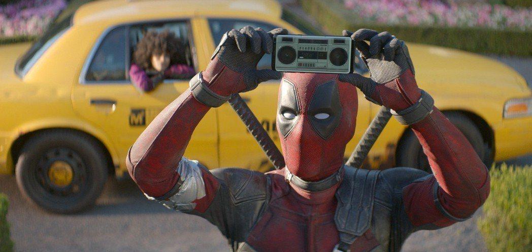 布萊德彼特與麥特戴蒙在「死侍2」的露臉速度比相機快門還快。圖/福斯提供