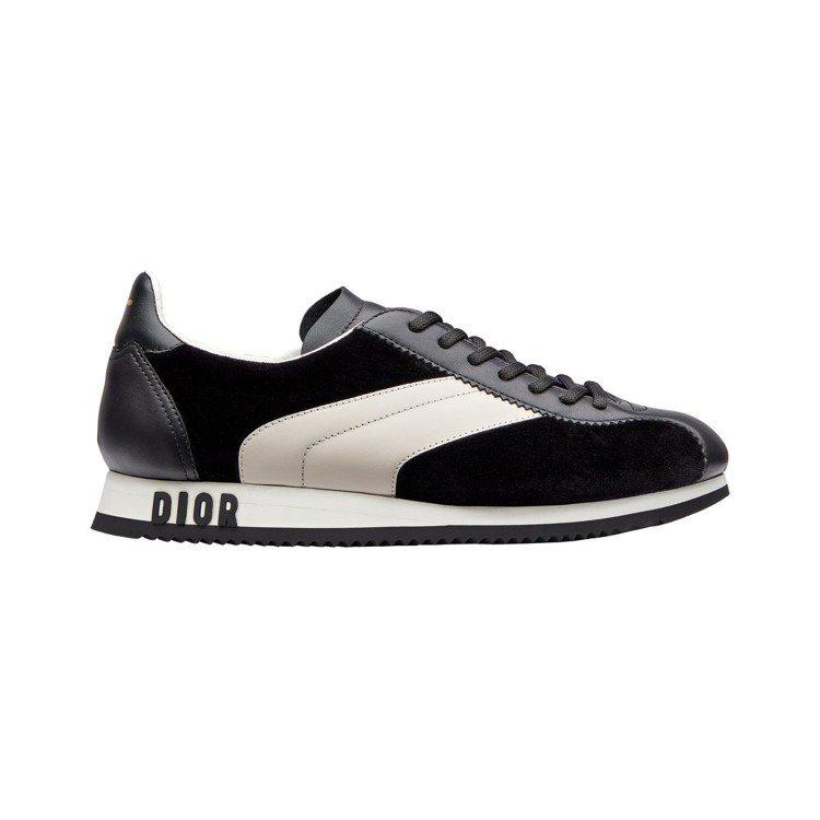 DIORUN黑白色小牛皮拼接天鵝絨慢跑鞋,售價24,000元。圖/Dior提供