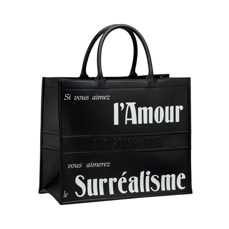 Dior Book Tote超現實主義印花黑色小牛皮托特包,售價10萬5,000...