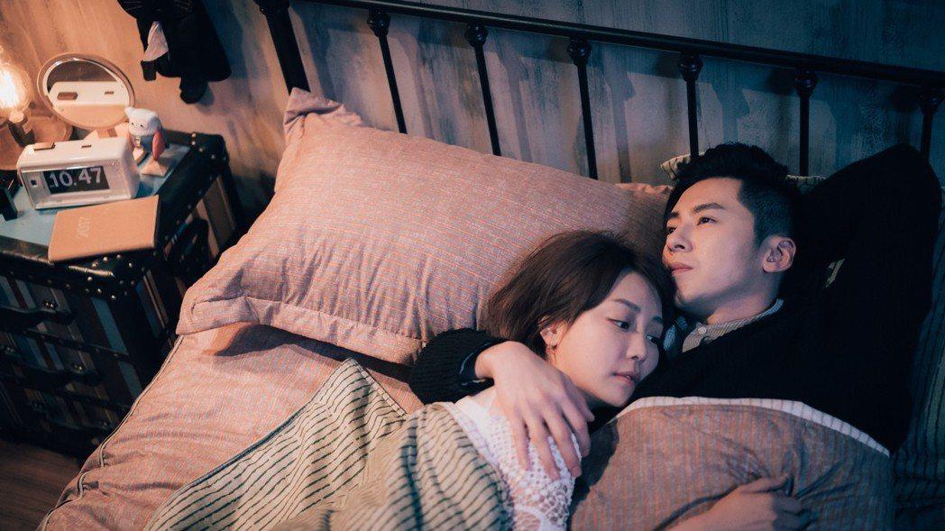 李國毅(右)與謝欣穎劇中狂放閃。圖/歐銻銻娛樂提供
