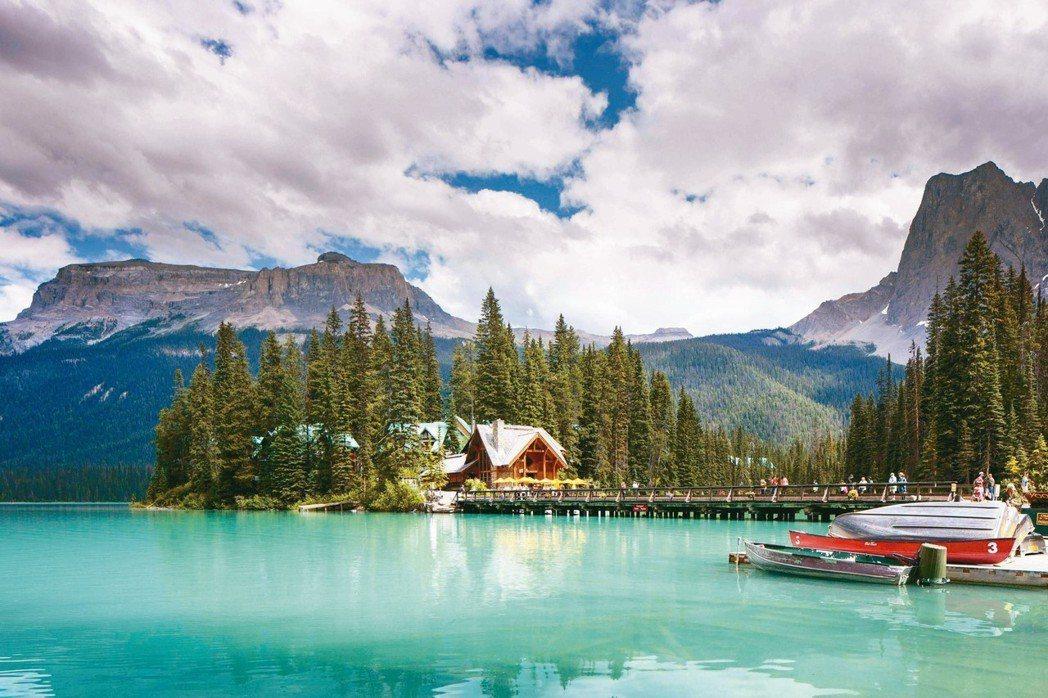 造訪「加拿大翡翠湖」絕對能滿足旅客在自然仙境中醒來的夢想。 圖/Booking....