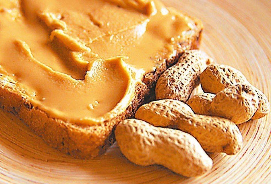 花生、大豆、米、麵粉等發霉後可能產生黃麴毒素,它不但具致癌性,而且難以使用高溫消...