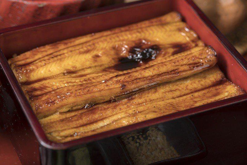 海鰻中盒箱盒膳分為滷煮與香燒兩種烹調方式。