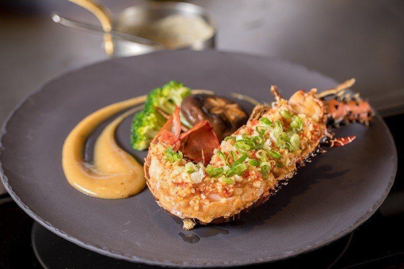 波紋龍蝦新鮮活跳看得見、肉質細緻。
