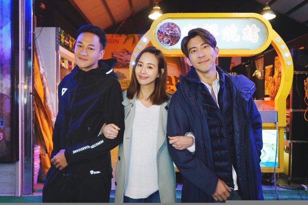 張鈞甯(中)回台友情客串何潤東(左)執導的「翻牆的記憶」。圖/TVBS提供