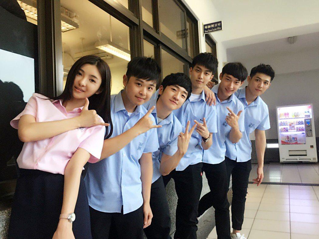 「麻辣鮮師重返校園」網劇由安于晴(左)主演  圖/奧瑪優勢傳媒娛樂行銷提供