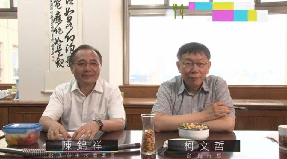 台北市長柯文哲在臉書直播宣傳鉛管汰換政績,不料卻提到,有人開玩笑說台灣瘋子太多,...