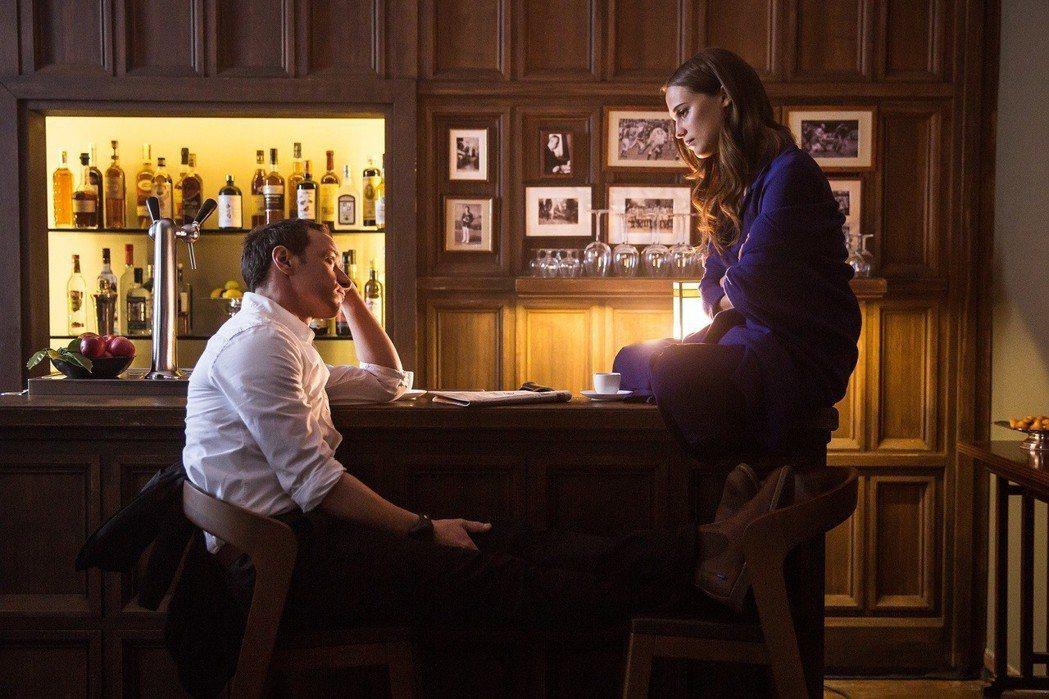 詹姆斯麥艾維與艾莉西亞薇坎德在「當愛未成往事」首度攜手。圖/威視提供