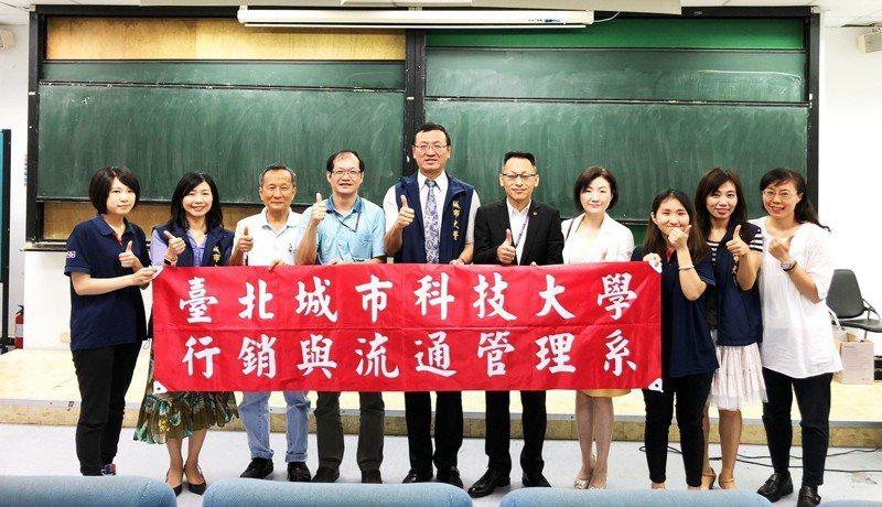 台北城市科技大學2年前通過教育部「產業學院計畫流通零售產業學分學程」,與全聯福利中心產學合作,打造店長接班人。圖/城市科大提供