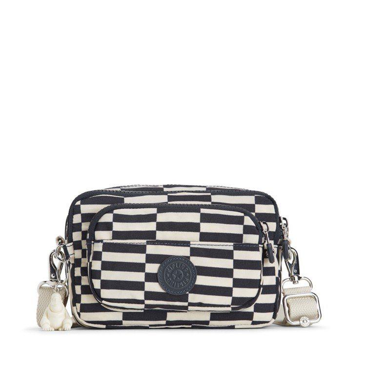 KIPLING Striped Printed系列側背包,約3,650元。圖/台...