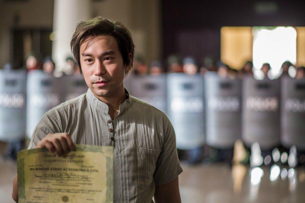 張孝全一場戲身穿緬甸服大秀緬甸話。圖/衛視電影台提供
