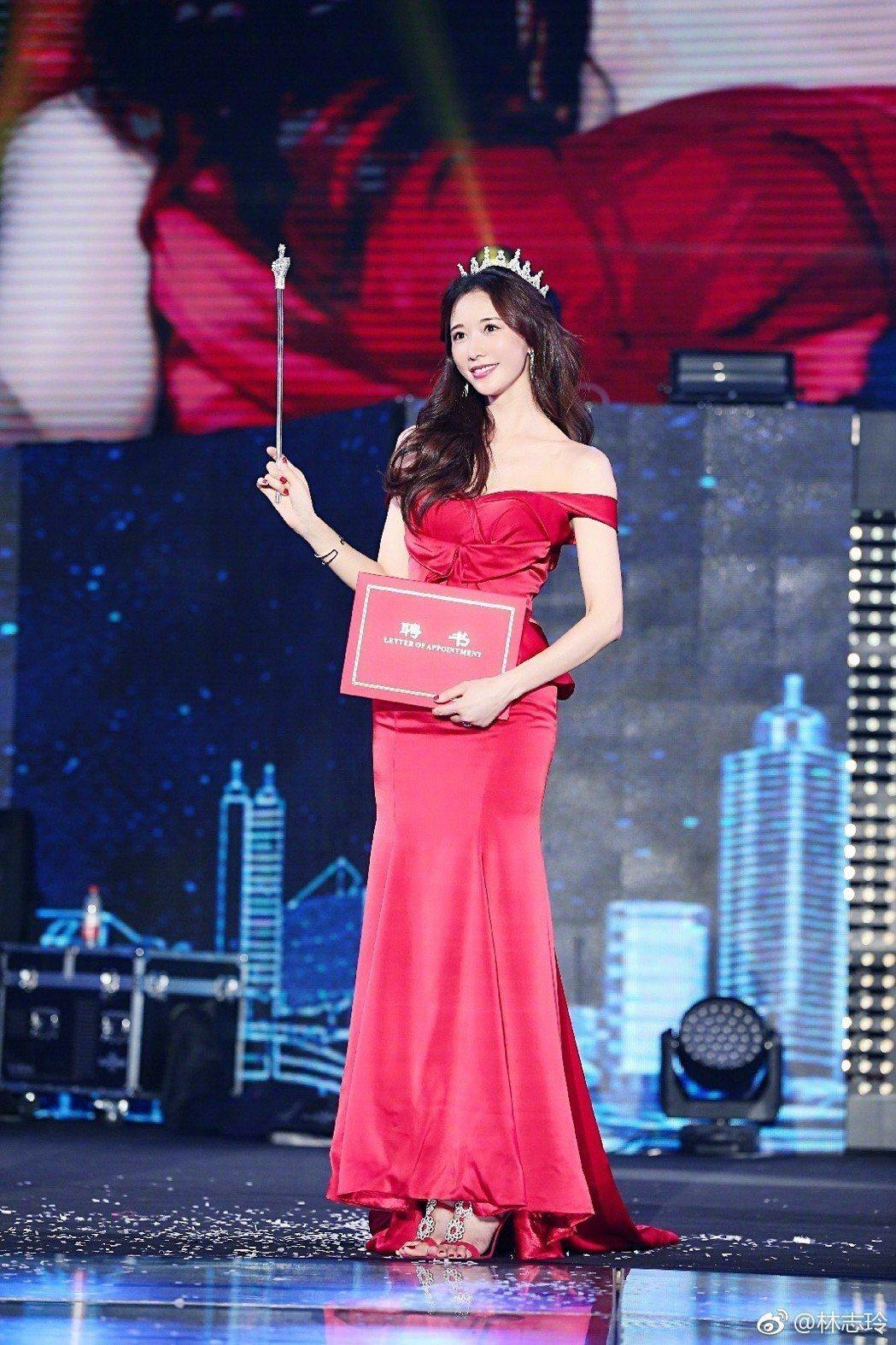 林志玲出席活動時,常有女神般的優雅造型。圖/摘自微博