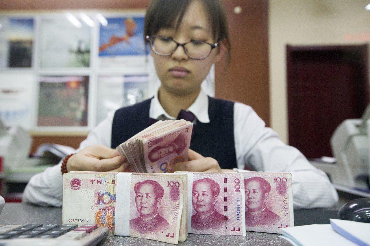 人民幣兌美元夜盤貶破6.39關卡創四個月低點 。 (中新社)