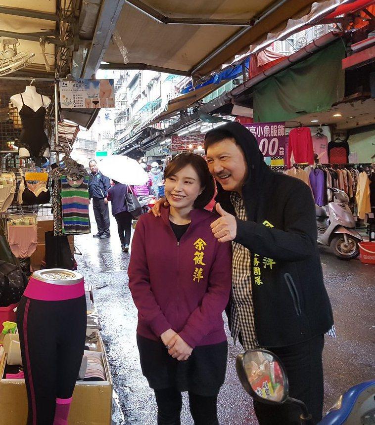 余筱萍與余天。圖/擷自臉書