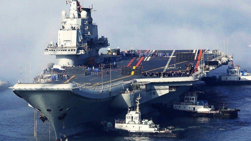中共機艦繞台對台施壓,但大陸專家說對蔡政府並未完全將門關上,圖為大陸遼寧艦。圖/...