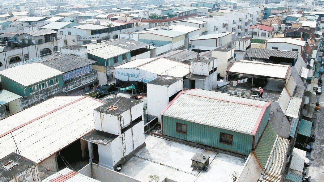 家有違建被拆的屋主別忘了主動申報,可減房屋稅。 圖/聯合報系資料照片