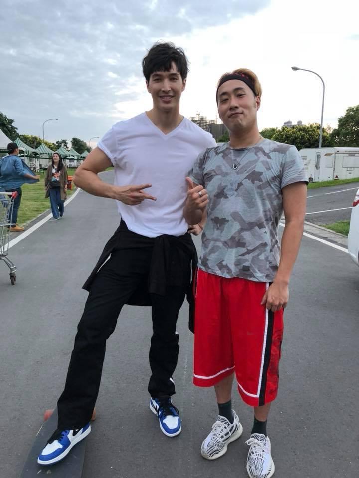 余祥銓與錦榮一起錄「歌神請上車」節目。 圖/擷自余祥銓臉書