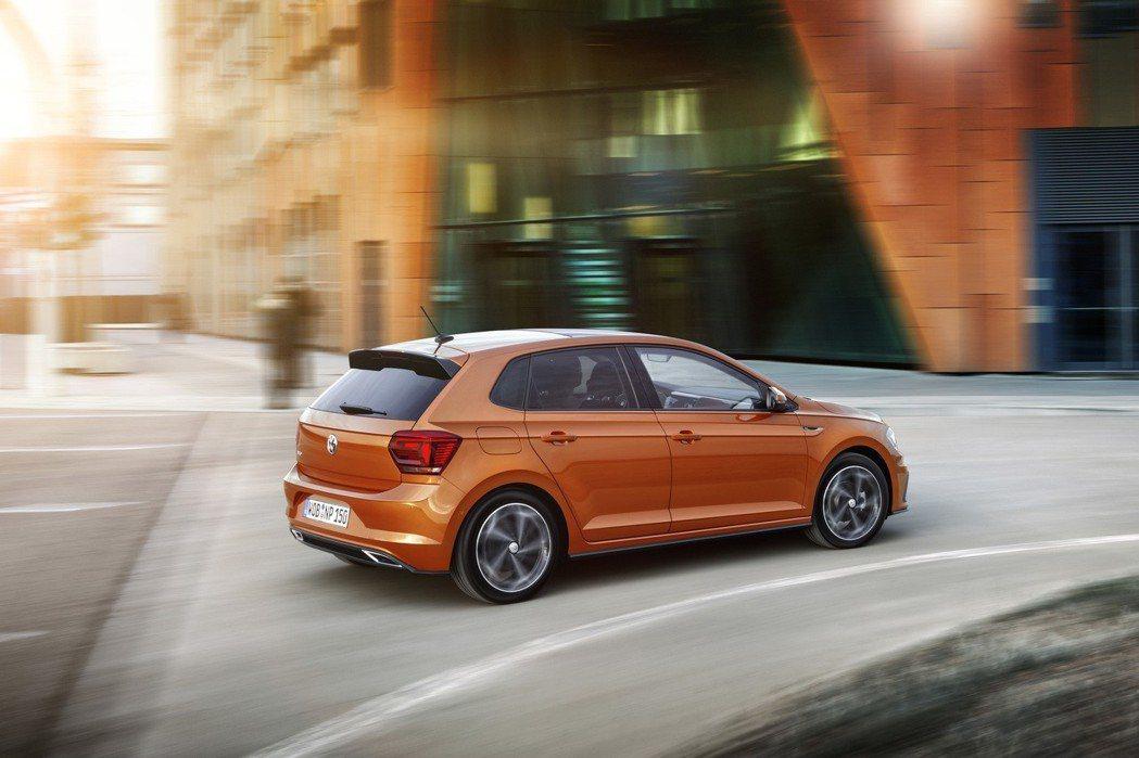 The new Polo長4,053mm、寬1,751mm、高1,446mm,軸距為2,548mm。圖為R-Line車型。 台灣福斯汽車提供