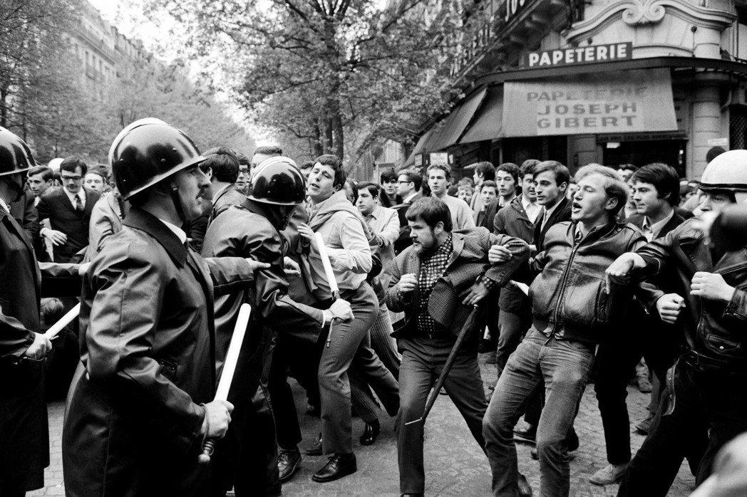 1968年的「五月風暴」對於法國是一場思考上的革命,不但是許多如反殖民主義、性別...