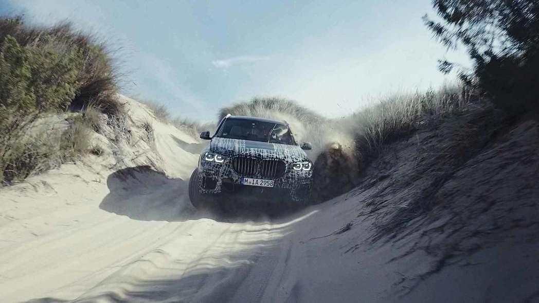 全新BMW X5似乎將有個變大的鼻孔。 摘自BMW