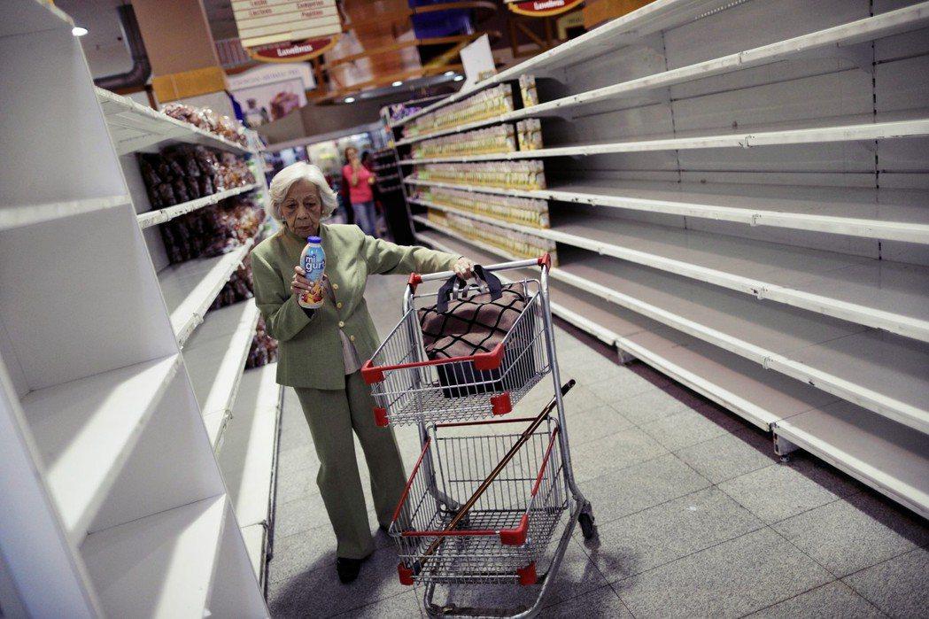 一手說委內瑞拉人面黃肌瘦,另一手卻又對其發動經濟戰爭? 圖/路透社