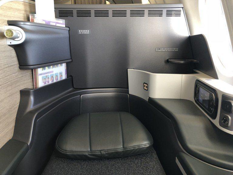 座位兩側的置物空間 圖文來自於:TripPlus