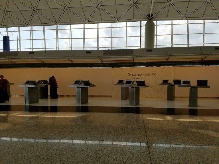 國泰航空位於香港機場出境大廳的頭等艙專屬Check-In區,很可惜前往美國的班機...