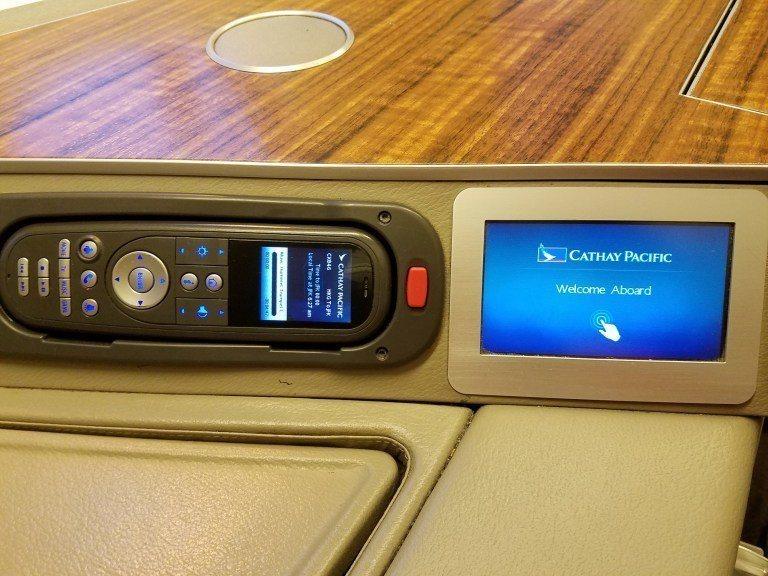 娛樂系統控制器,與座椅調整面板 圖文來自於:TripPlus