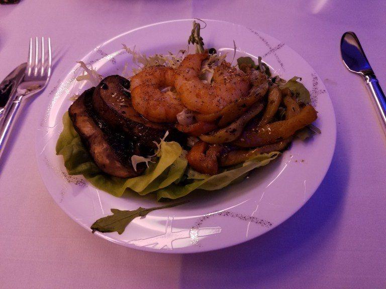 超豐盛的明蝦沙拉 圖文來自於:TripPlus