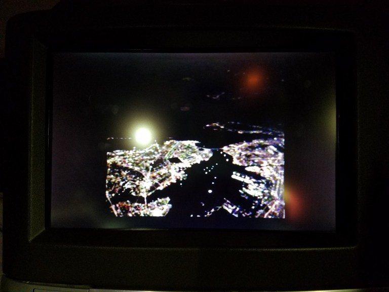 從機外攝影機,看到接近紐約中 圖文來自於:TripPlus
