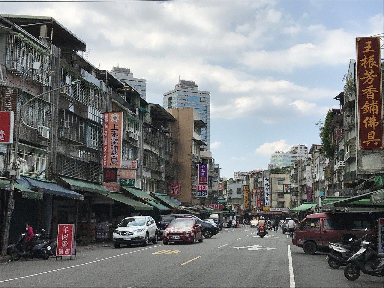 信義區街景。    記者游智文/攝影