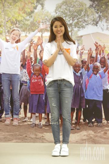 資助兒童計畫代言人林心如今天舉行尚比亞關懷行記者會,分享尚比亞之行的心得並呼籲大眾加入資助兒童計畫。