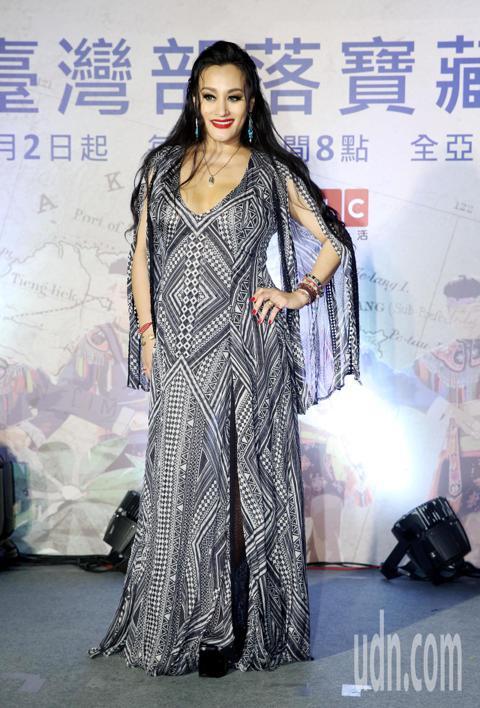 金曲歌后紀曉君瘦身有成,出席DISCOVERY 台灣部落寶藏2 首映,亮麗獻聲卑南母語民謠。