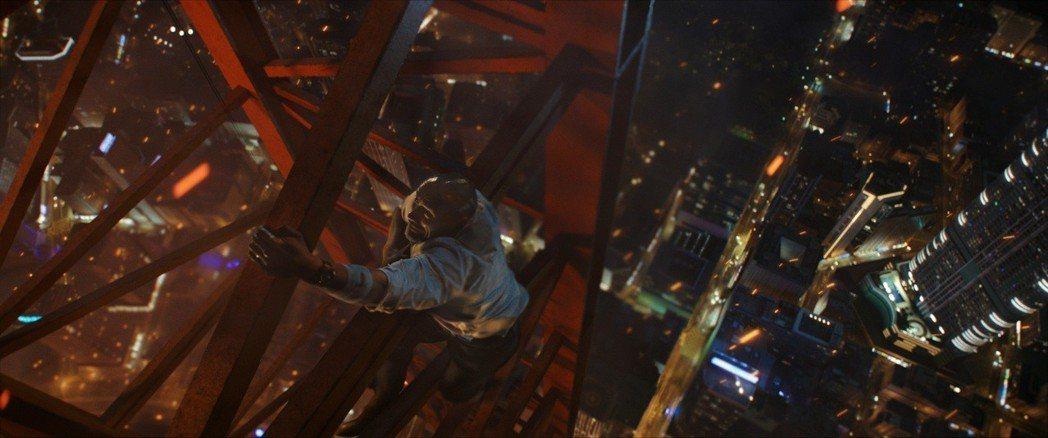 「摩天大樓」劇照。圖/UIP提供