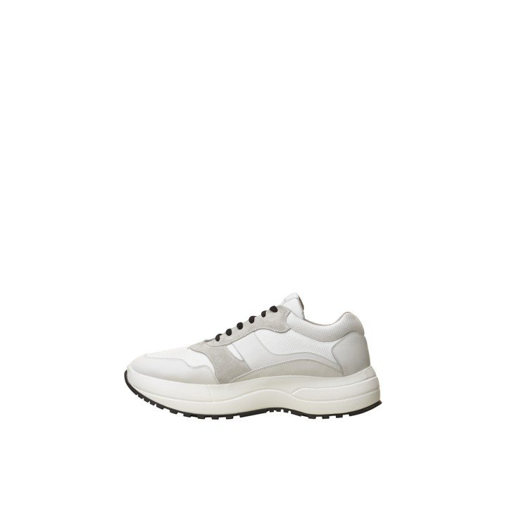 增高運動鞋,售價32,000元。圖/CÉLINE提供