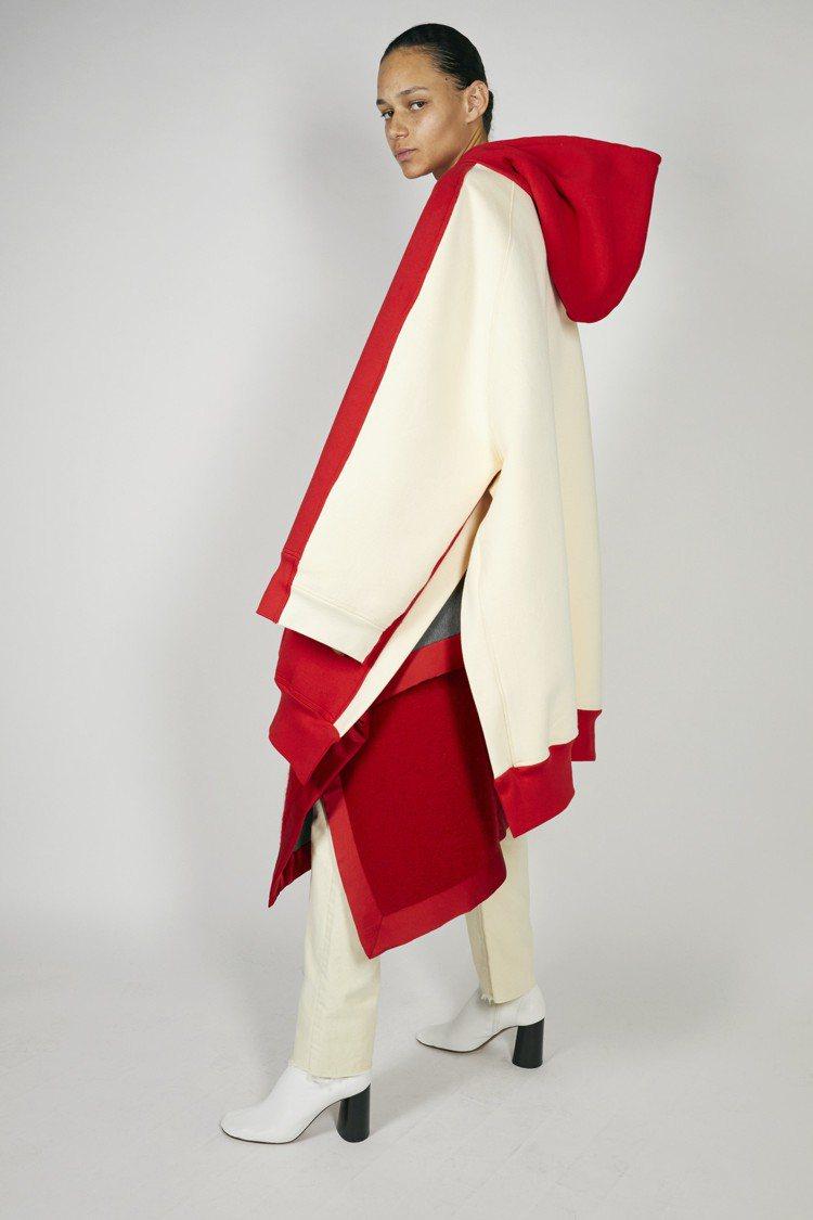 超大尺寸的運動風衣裝,仍維持優雅帥氣的線條。圖/CÉLINE提供