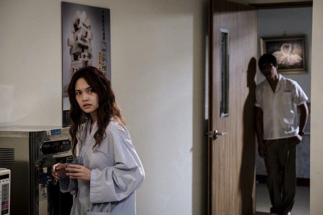 楊丞琳拍攝「前男友不是人」氛圍有如鬼片。圖/八大提供