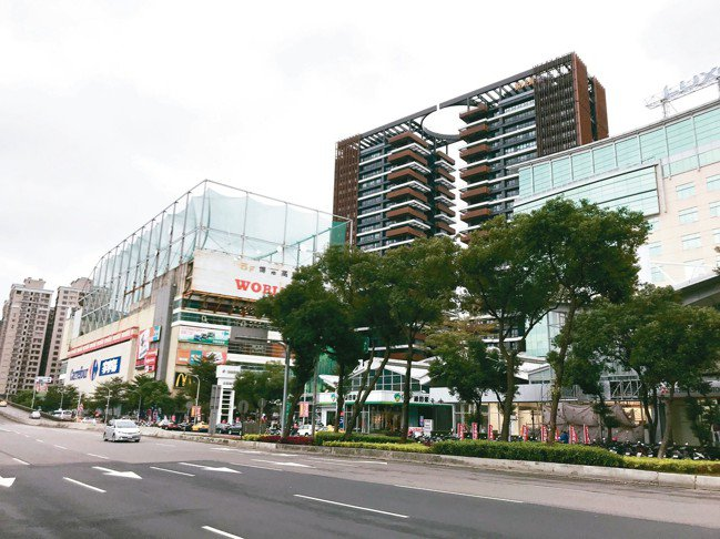新店裕隆城周圍。 記者游智文/攝影