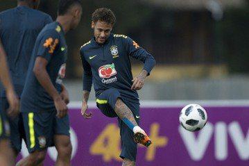 賽事將開踢 逾6成巴西民眾沒興趣