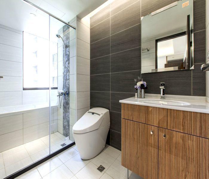 「合康雲極」衛浴皆設有對外窗,通風採光良好。 圖/合康雲極提供