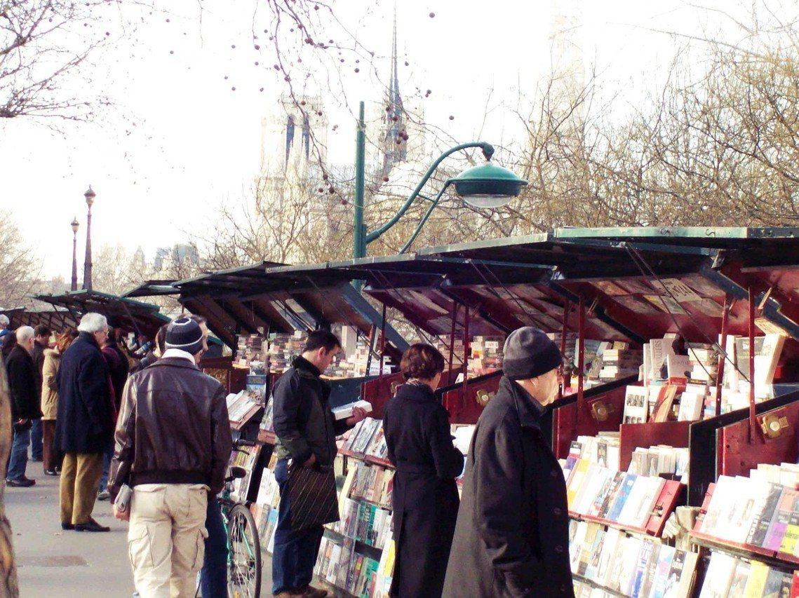 塞納河畔的舊書攤已有500年歷史。 圖/Flickr<a href=