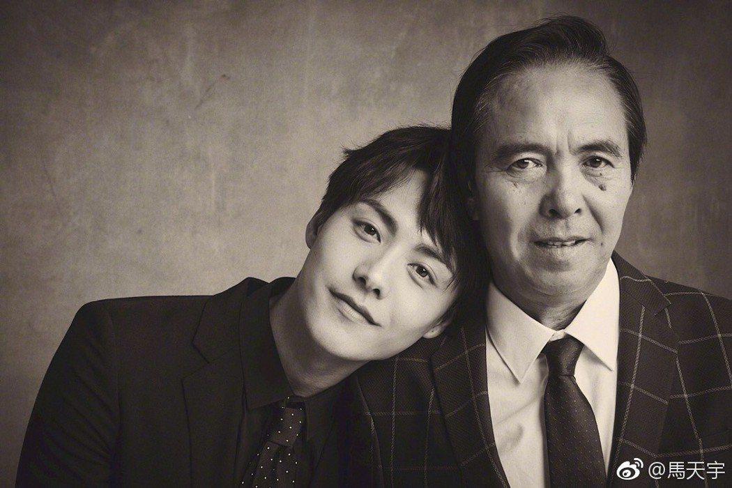 馬天宇與爸爸合照。圖/擷自微博