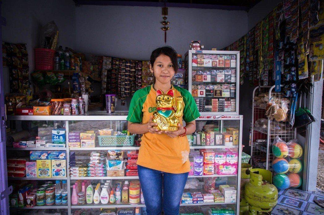 27歲的 Rina,初中畢業為了家計工作,遠渡重洋從印尼來到台灣工作6年後,去年...