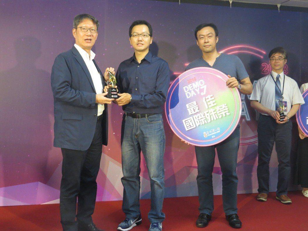 最佳「國際殊榮」獎為「愛能科技」獲得。 邱世婷/攝影。