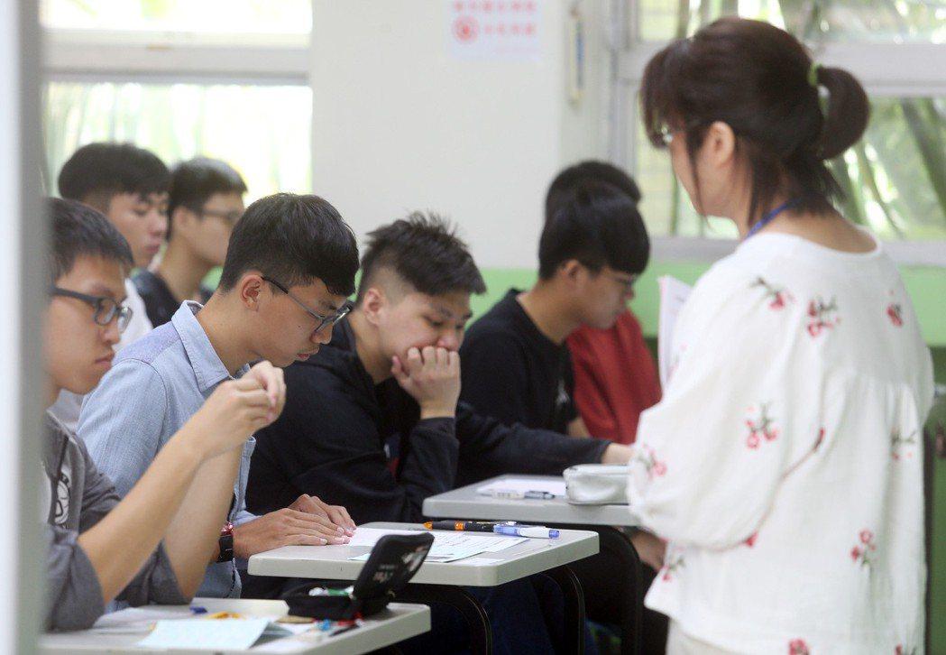 顏擇雅認為台灣許多大學的讀書風氣有待加強。圖為考生示意圖。 記者曾吉松/攝影
